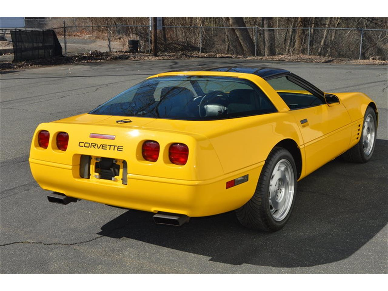 Large Picture of '93 Chevrolet Corvette - $8,990.00 Offered by Mutual Enterprises Inc. - MZK6