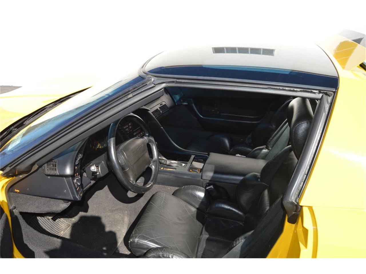 Large Picture of '93 Chevrolet Corvette located in Massachusetts Offered by Mutual Enterprises Inc. - MZK6