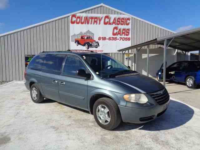 Picture of '05 Town & Country - N22U