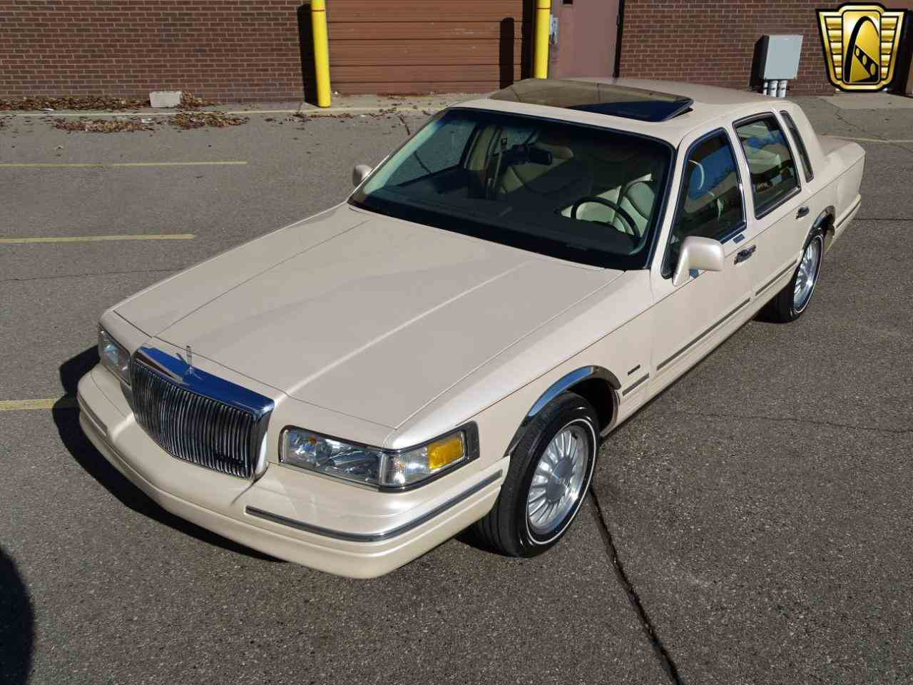 1997 lincoln town car for sale cc 1075972. Black Bedroom Furniture Sets. Home Design Ideas