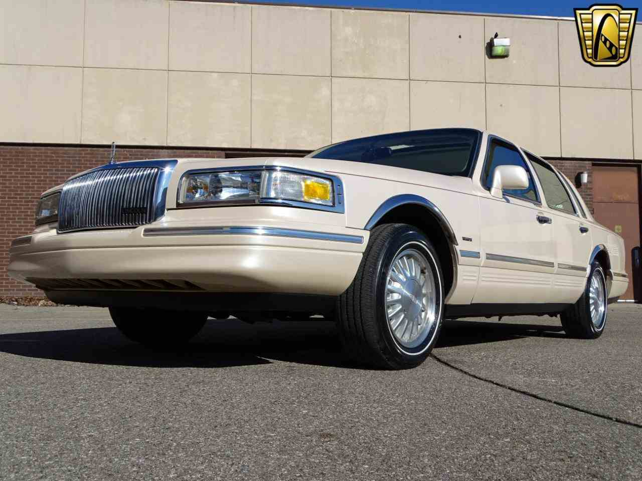 1997 lincoln town car for sale cc 1075972. Black Bedroom Furniture Sets. Home Design Ideas