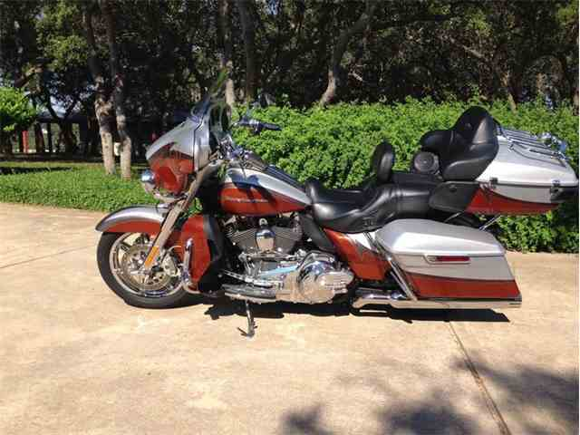 Picture of '14 Electra Glide CVO Limited Motorcycle - N2FT