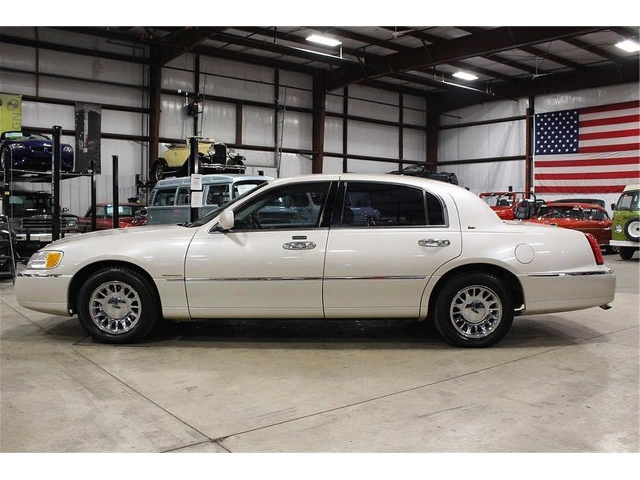 Large Picture Of 99 Town Car N3gu