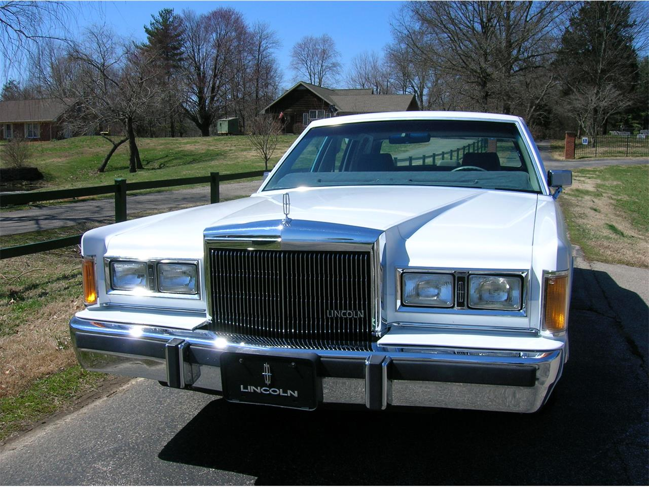 Large Picture of '89 Lincoln Town Car - $5,845.00 Offered by a Private Seller - N3UE