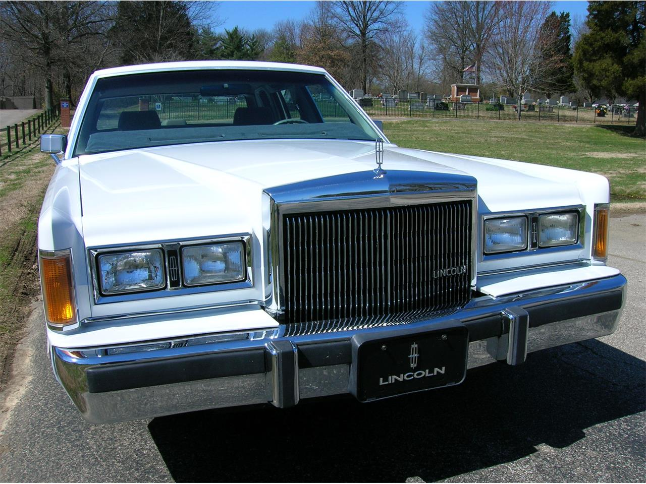 Large Picture of '89 Lincoln Town Car located in Evansville Indiana Offered by a Private Seller - N3UE
