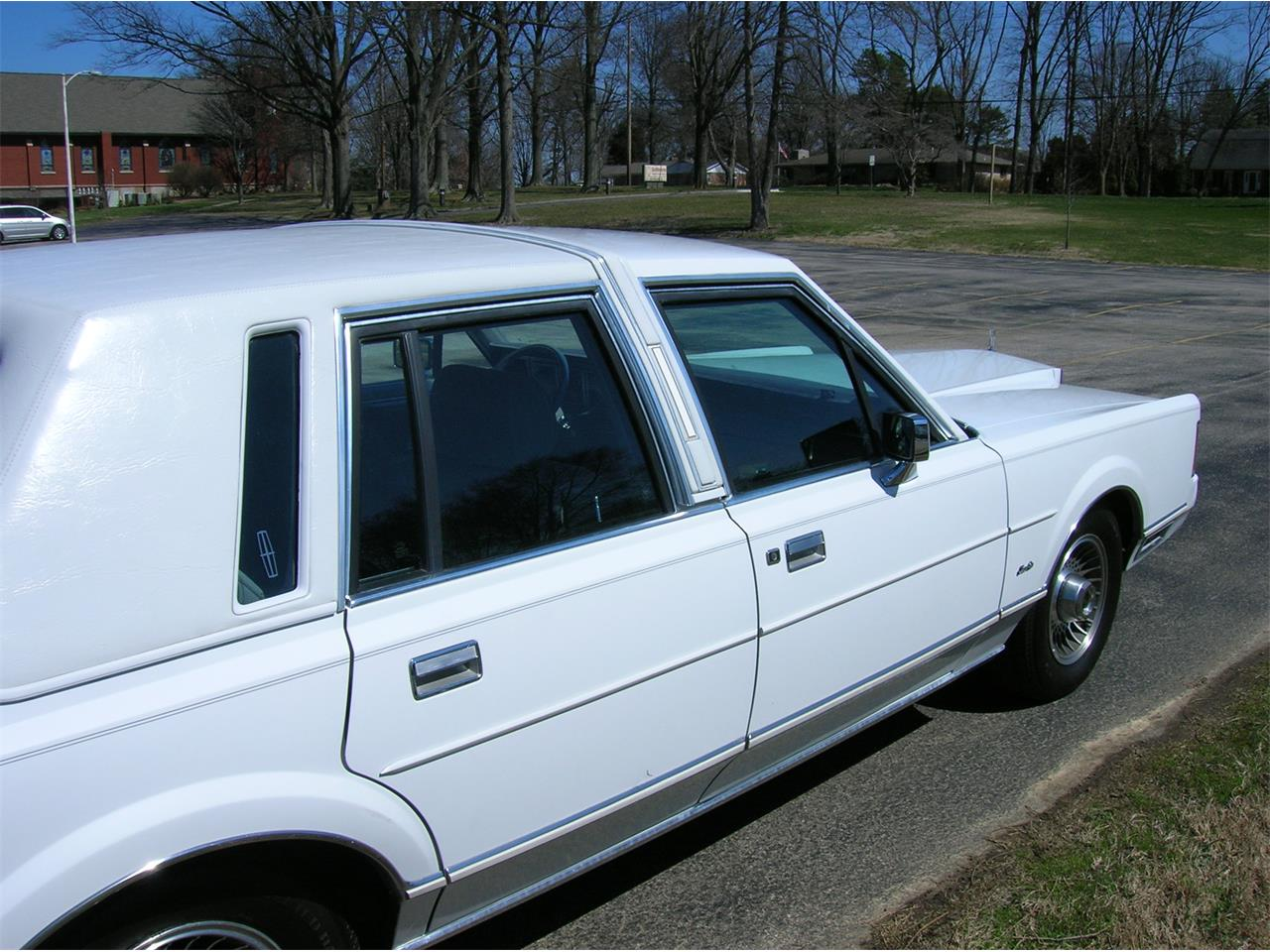 Large Picture of '89 Town Car located in Indiana Offered by a Private Seller - N3UE