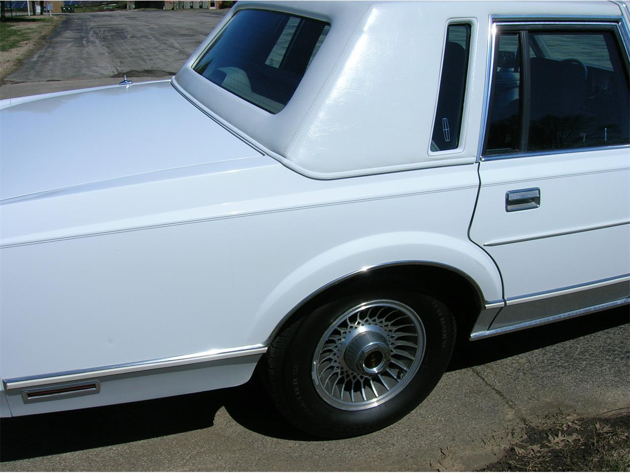 Large Picture of '89 Lincoln Town Car - N3UE