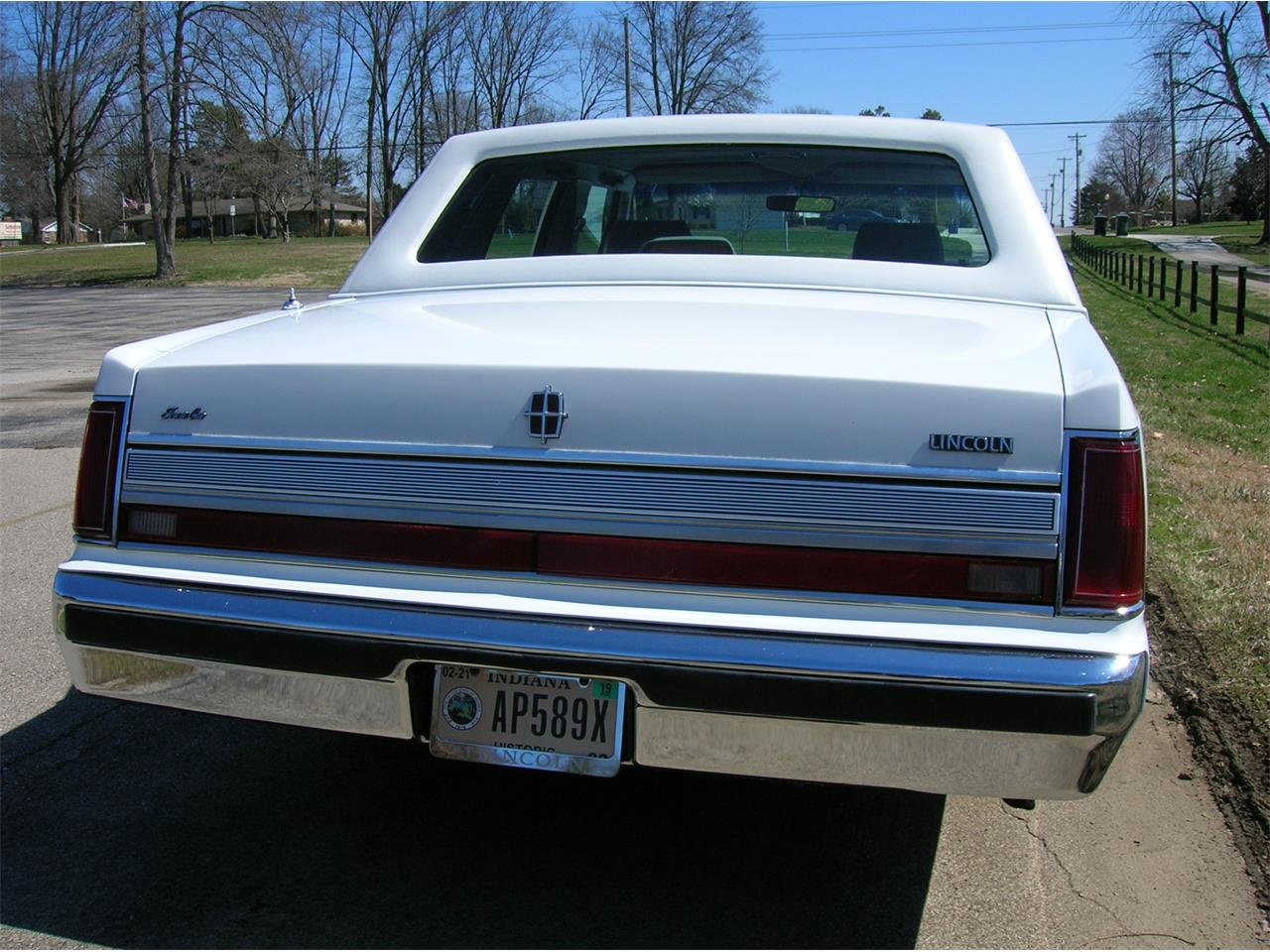 Large Picture of 1989 Town Car - N3UE