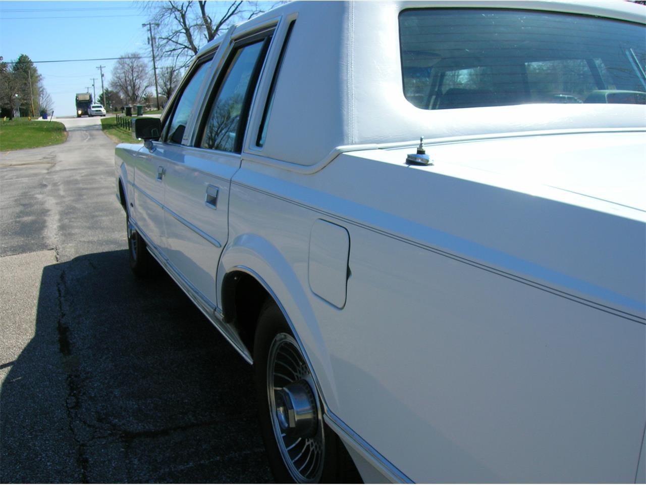 Large Picture of '89 Town Car located in Indiana - $5,845.00 Offered by a Private Seller - N3UE