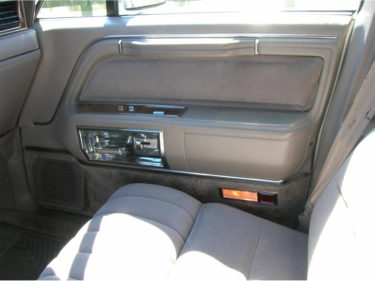 Large Picture of 1989 Lincoln Town Car Offered by a Private Seller - N3UE