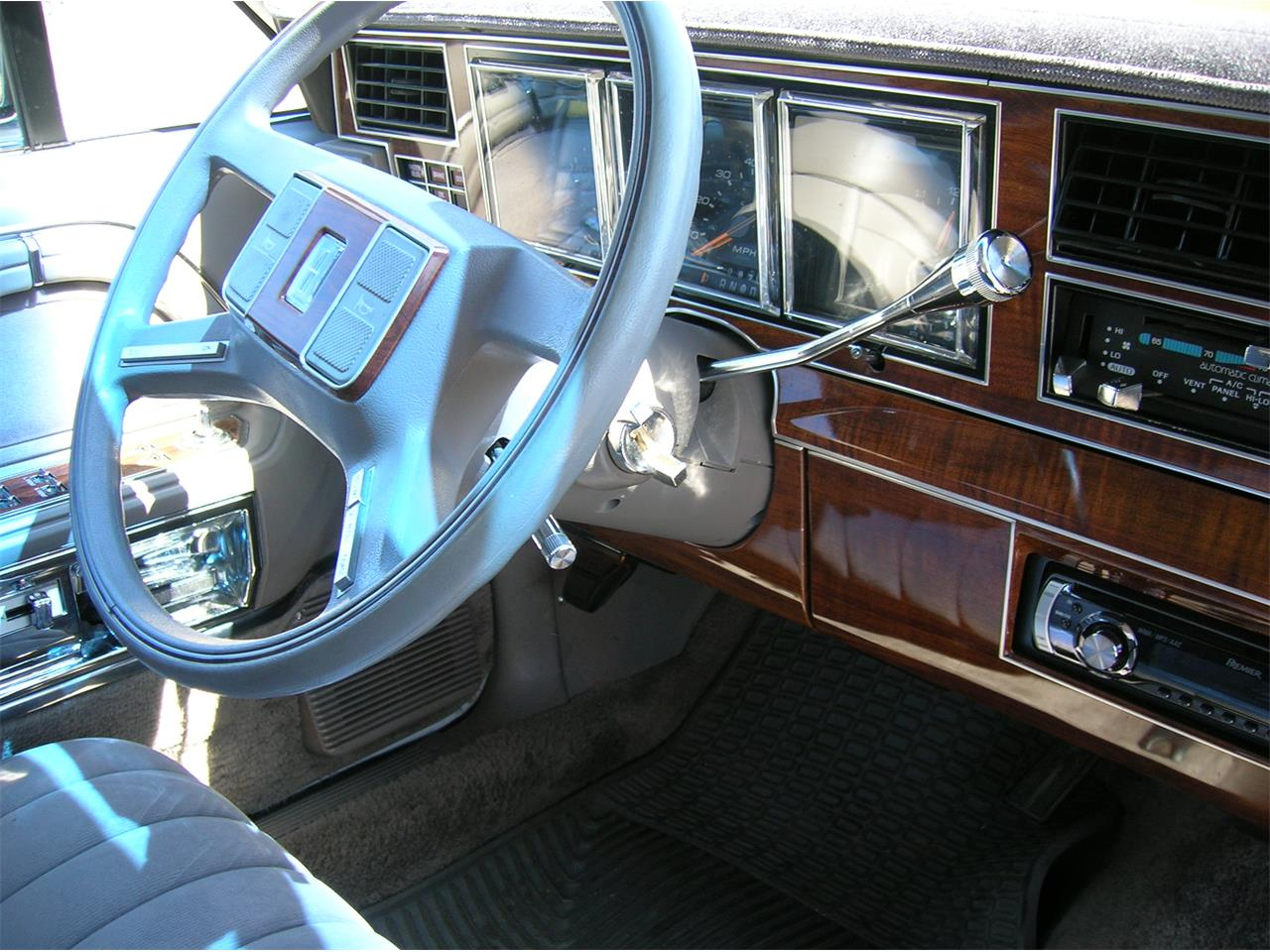 Large Picture of 1989 Lincoln Town Car - $5,845.00 Offered by a Private Seller - N3UE