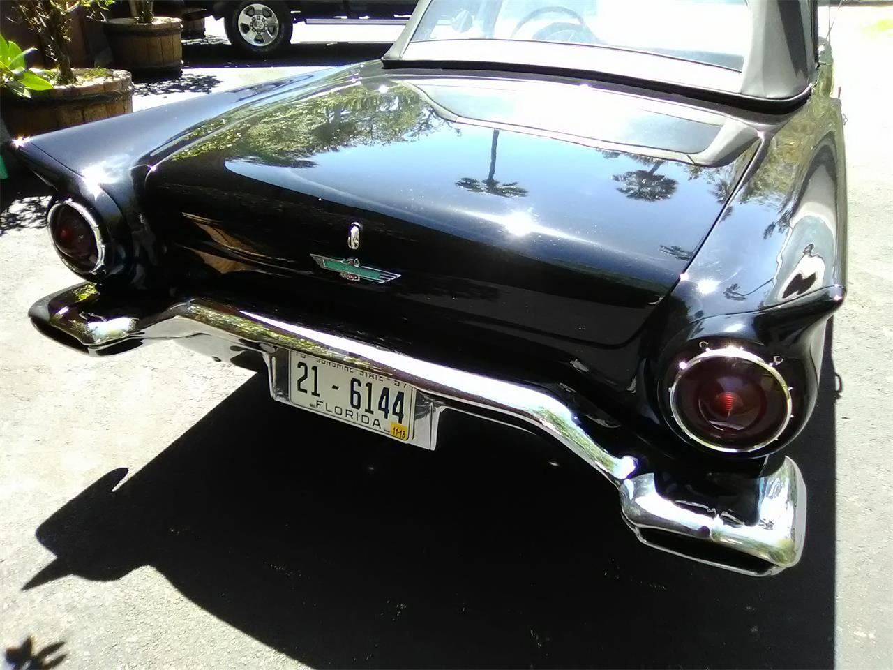 Large Picture of '57 Thunderbird - N4N2