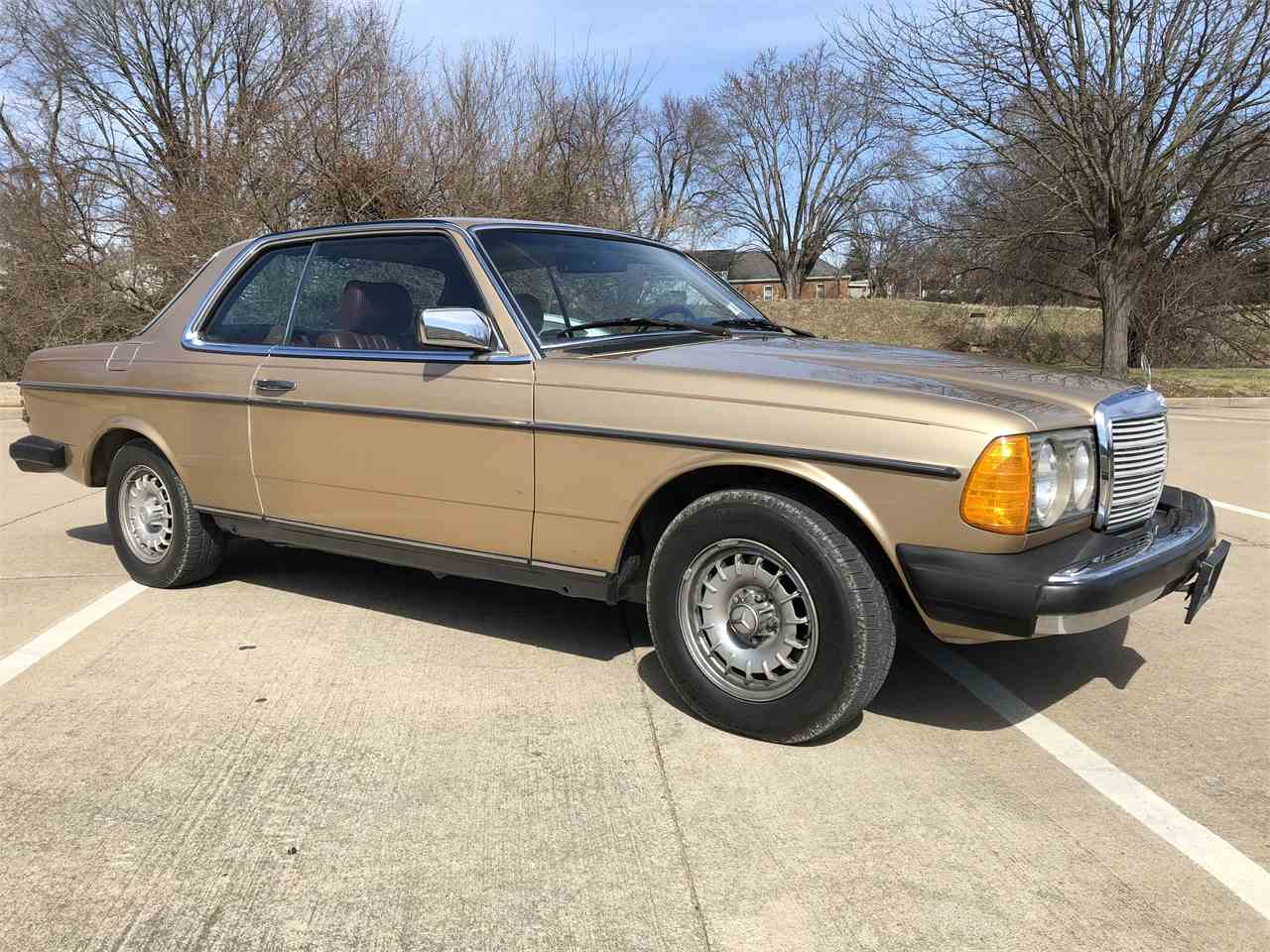 Large Picture of '83 Mercedes-Benz 300CD located in Missouri - $24,500.00 Offered by Payne Motor Co. - MYC4