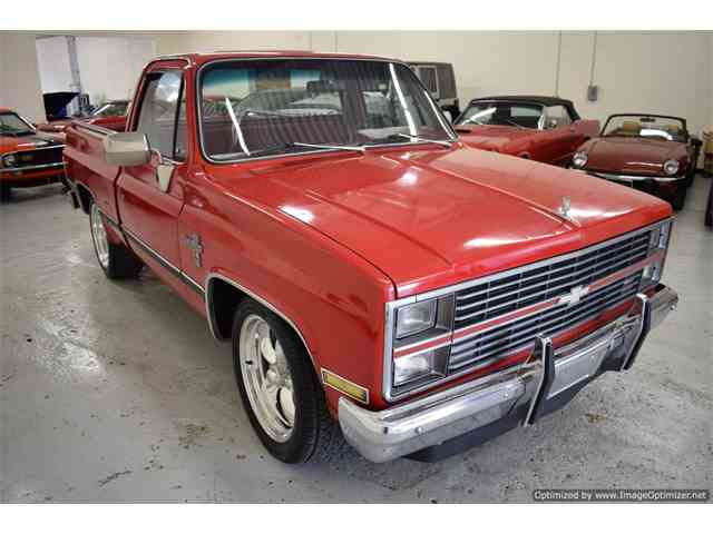 Picture of 1982 Chevrolet Silverado located in Texas - N4VV