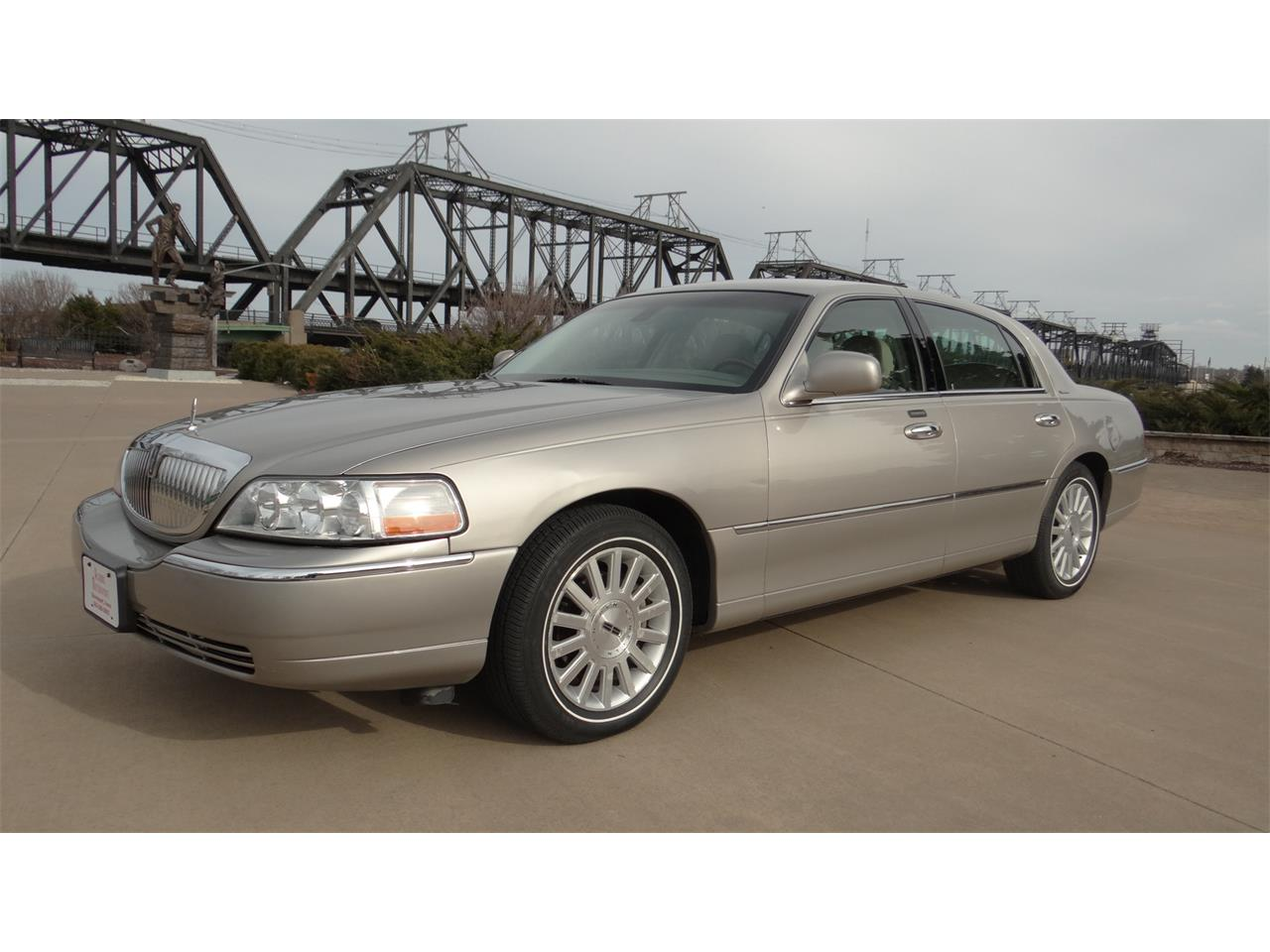 Large Picture of '03 Town Car - N7TM