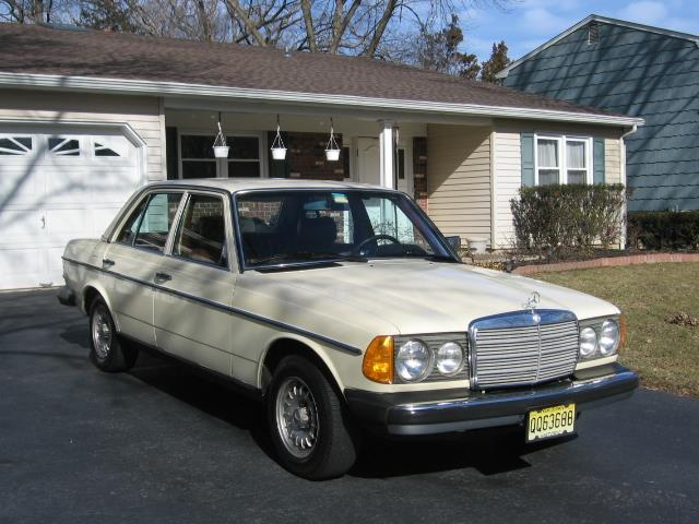 Picture of 1982 240D located in Kendall Park New Jersey - N8EN