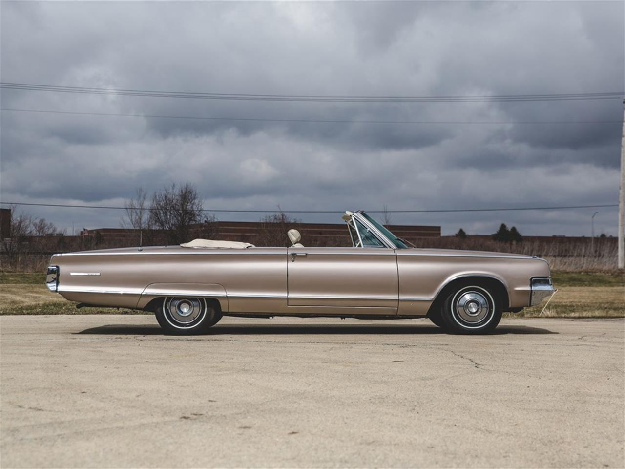 Large Picture of '65 Chrysler 300L Convertible located in Auburn Indiana Auction Vehicle Offered by RM Sotheby's - N8S4
