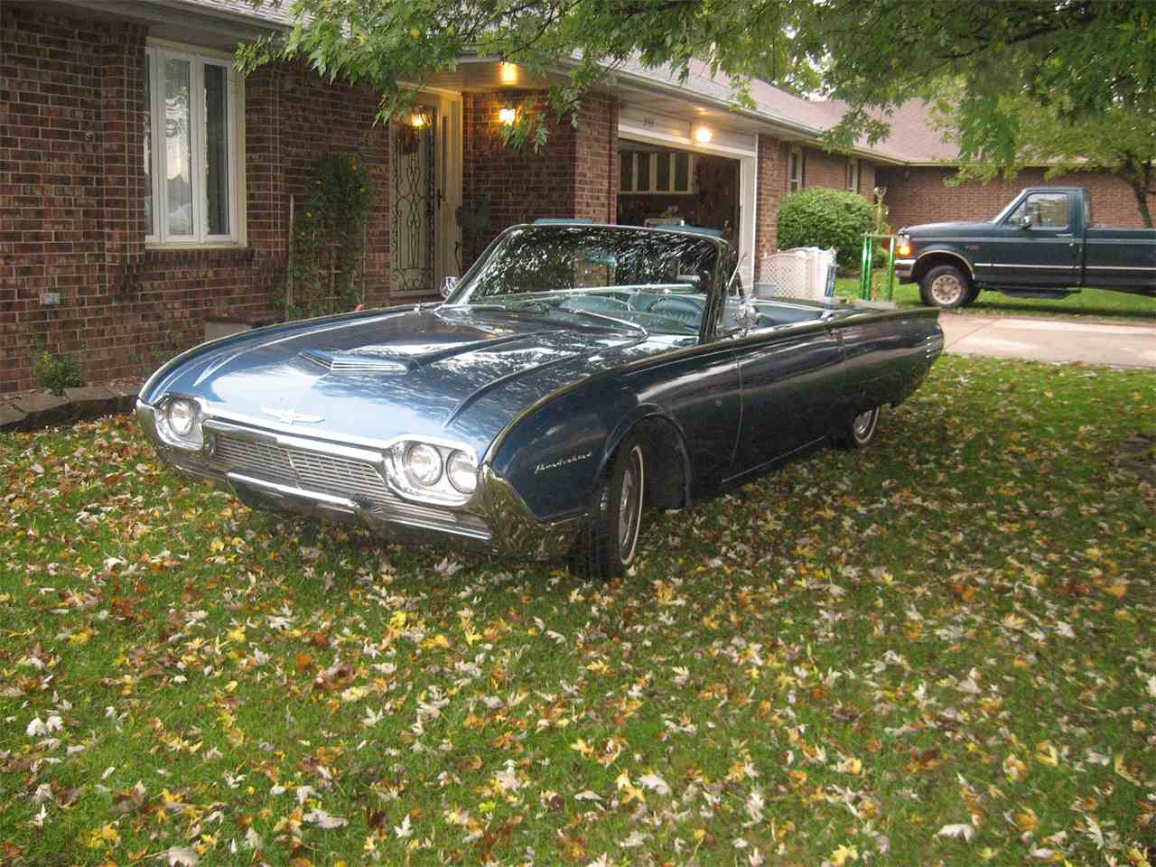 Large Picture of '61 Thunderbird - N9UM