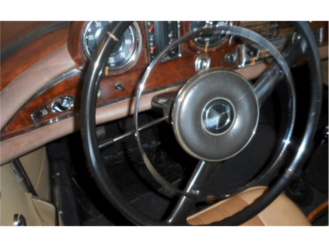 Large Picture of Classic '61 Mercedes-Benz 220SEb - $73,000.00 - N9W8