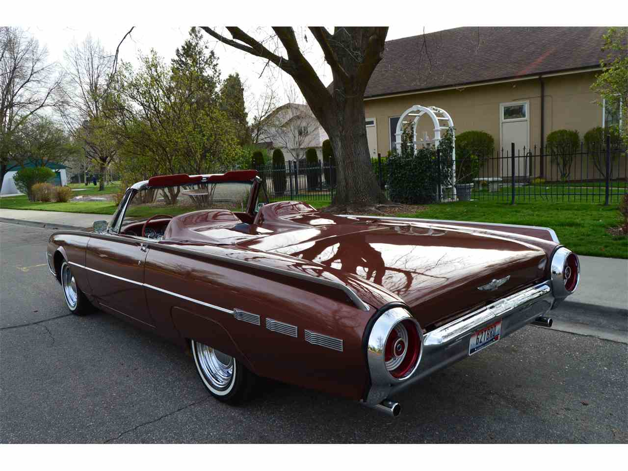 Large Picture of Classic 1962 Ford Thunderbird - NAHH