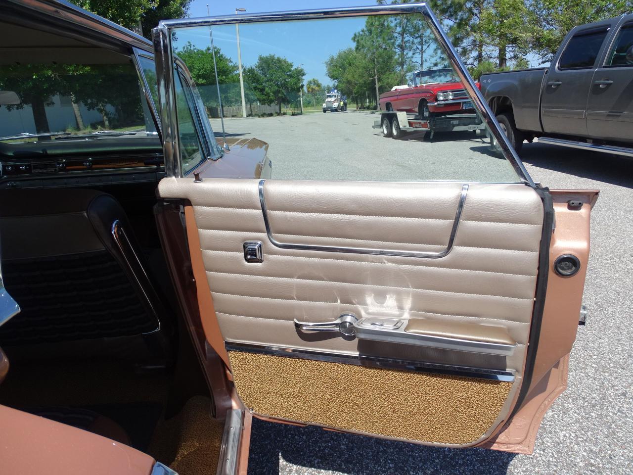Large Picture of Classic '60 Pontiac Bonneville - NCZ9