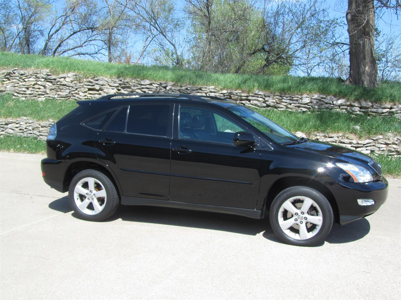 Large Picture of '05 RX330 located in Omaha Nebraska - $14,900.00 Offered by Classic Auto Sales - NE2J