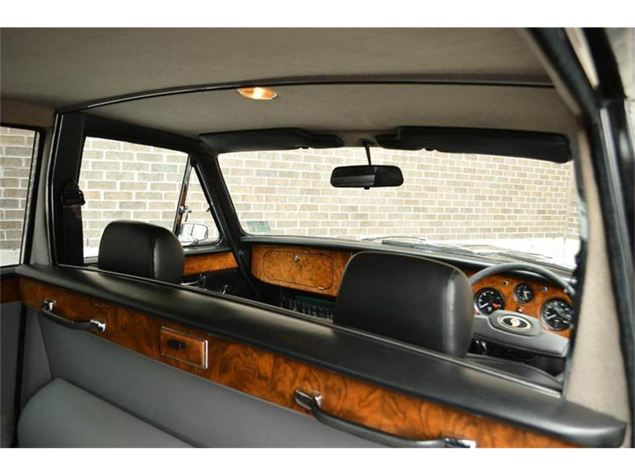 Large Picture of '85 Jaguar Daimler located in Carey Illinois Offered by Park-Ward Motors - NEFO