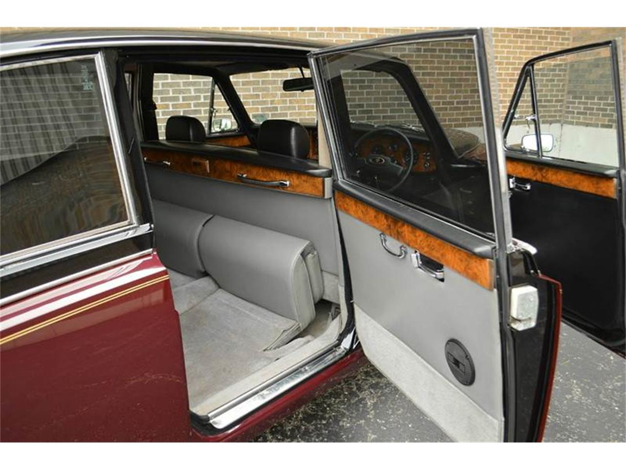 Large Picture of 1985 Daimler located in Carey Illinois - $44,500.00 Offered by Park-Ward Motors - NEFO