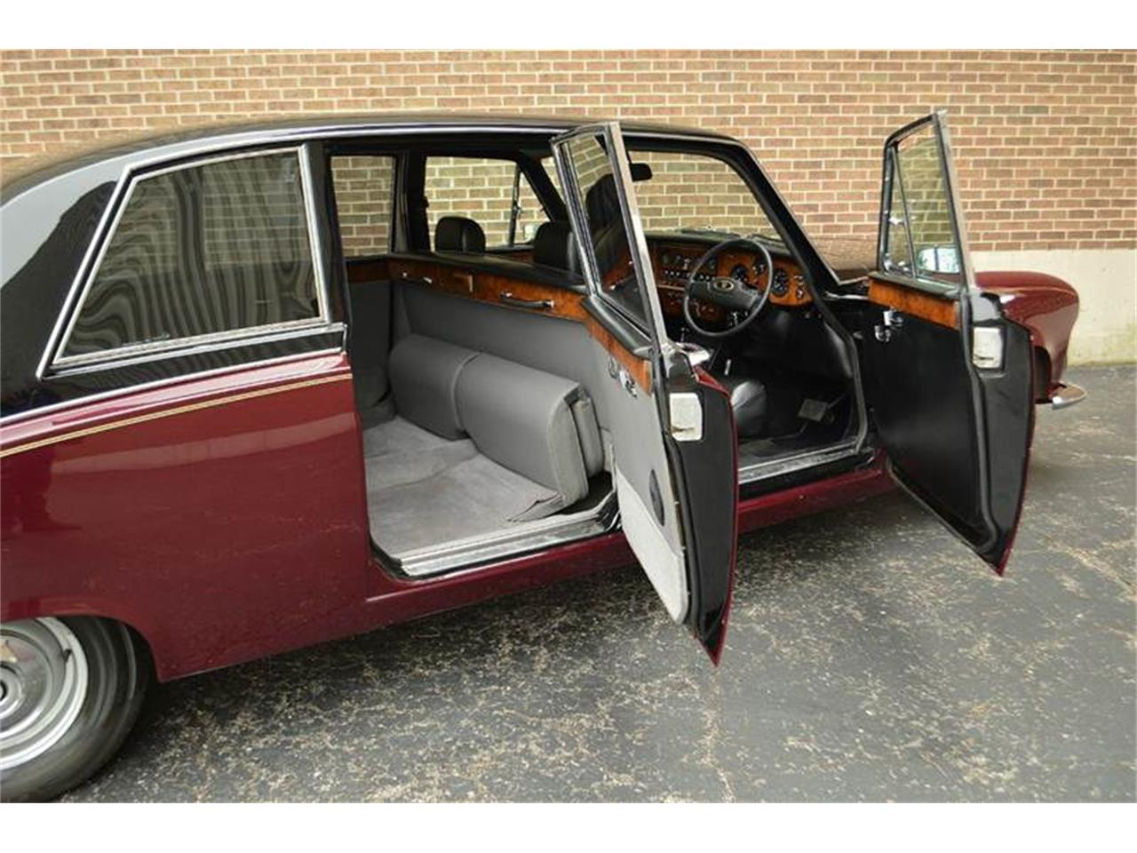 Large Picture of '85 Daimler located in Carey Illinois - $44,500.00 Offered by Park-Ward Motors - NEFO