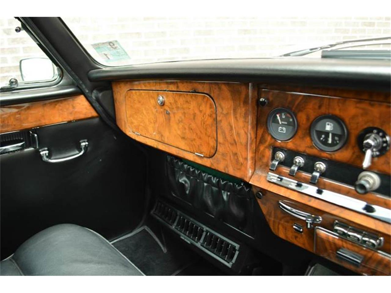 Large Picture of '85 Jaguar Daimler located in Illinois Offered by Park-Ward Motors - NEFO