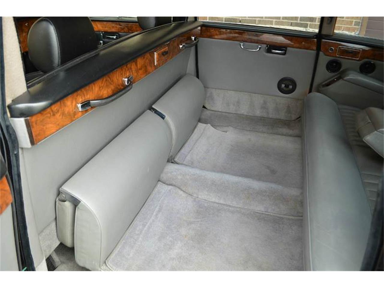 Large Picture of '85 Jaguar Daimler Offered by Park-Ward Motors - NEFO