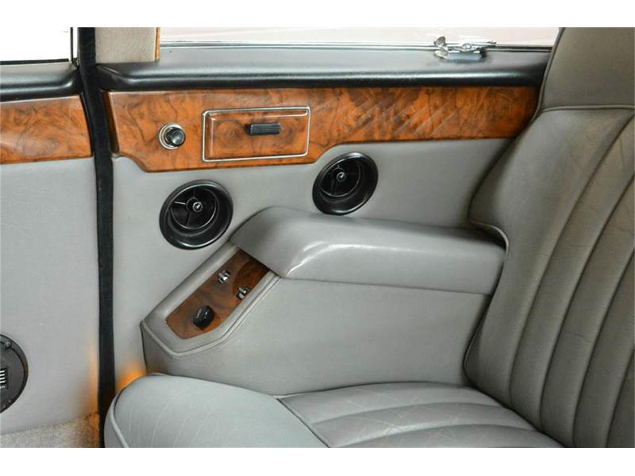 Large Picture of 1985 Daimler Offered by Park-Ward Motors - NEFO