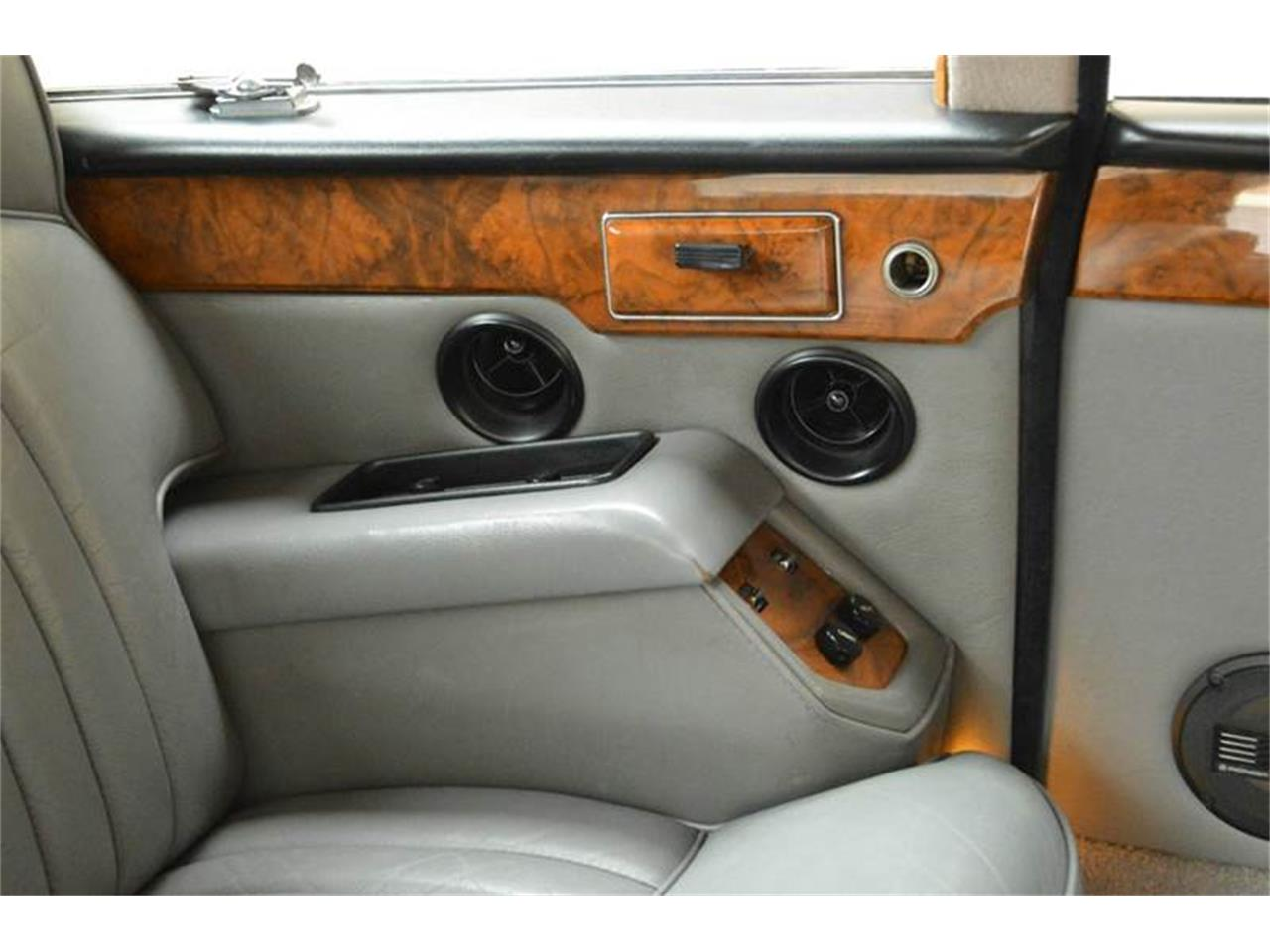 Large Picture of '85 Daimler located in Illinois Offered by Park-Ward Motors - NEFO