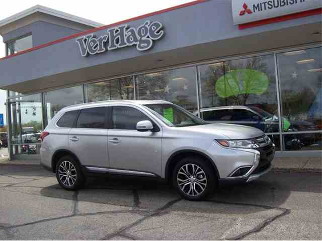 Picture of 2018 Mitsubishi Outlander located in Michigan Offered by  - NEPF