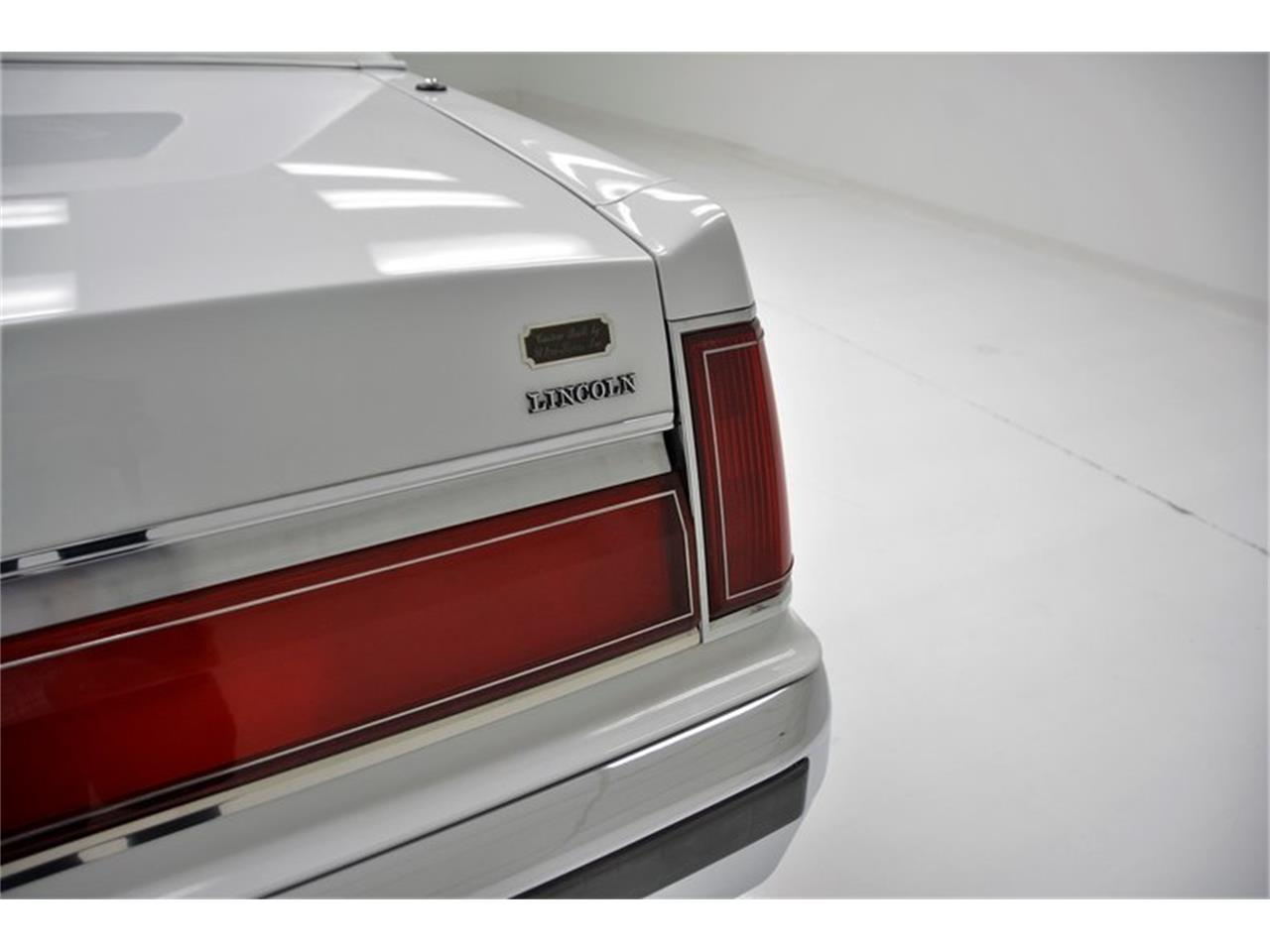 Large Picture of '85 Town Car - NG6I