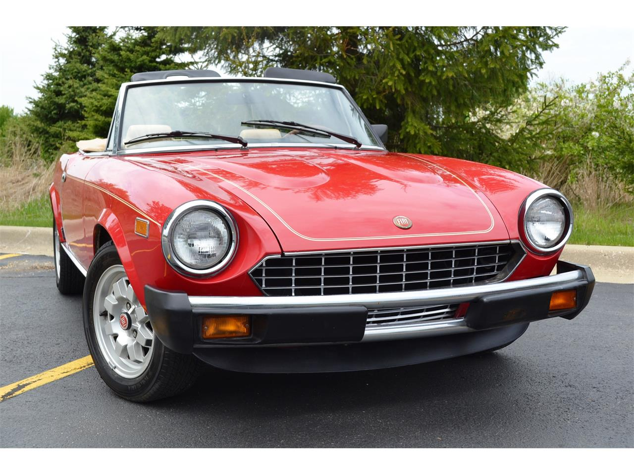 Large Picture of 1982 Fiat Spider Offered by Roadster Salon - NG7E