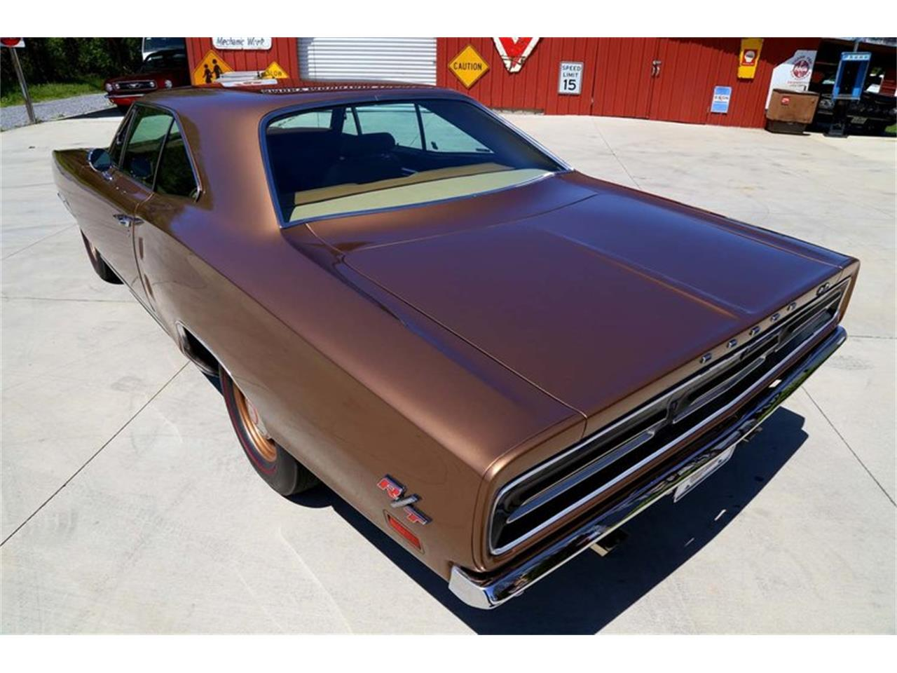 Large Picture of '69 Coronet - NHM9