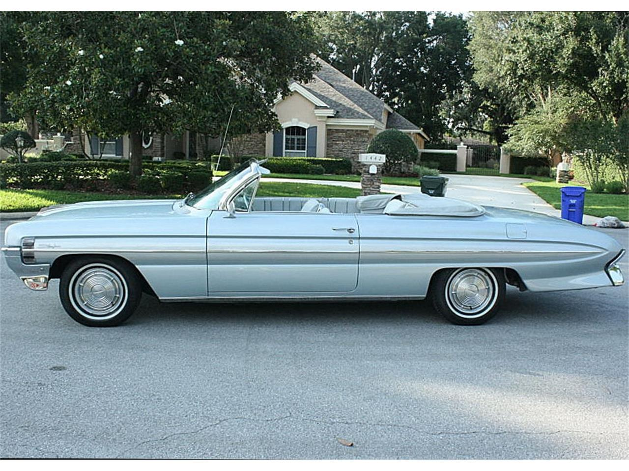 Large Picture of '61 Oldsmobile Starfire Offered by MJC Classic Cars - NIF7