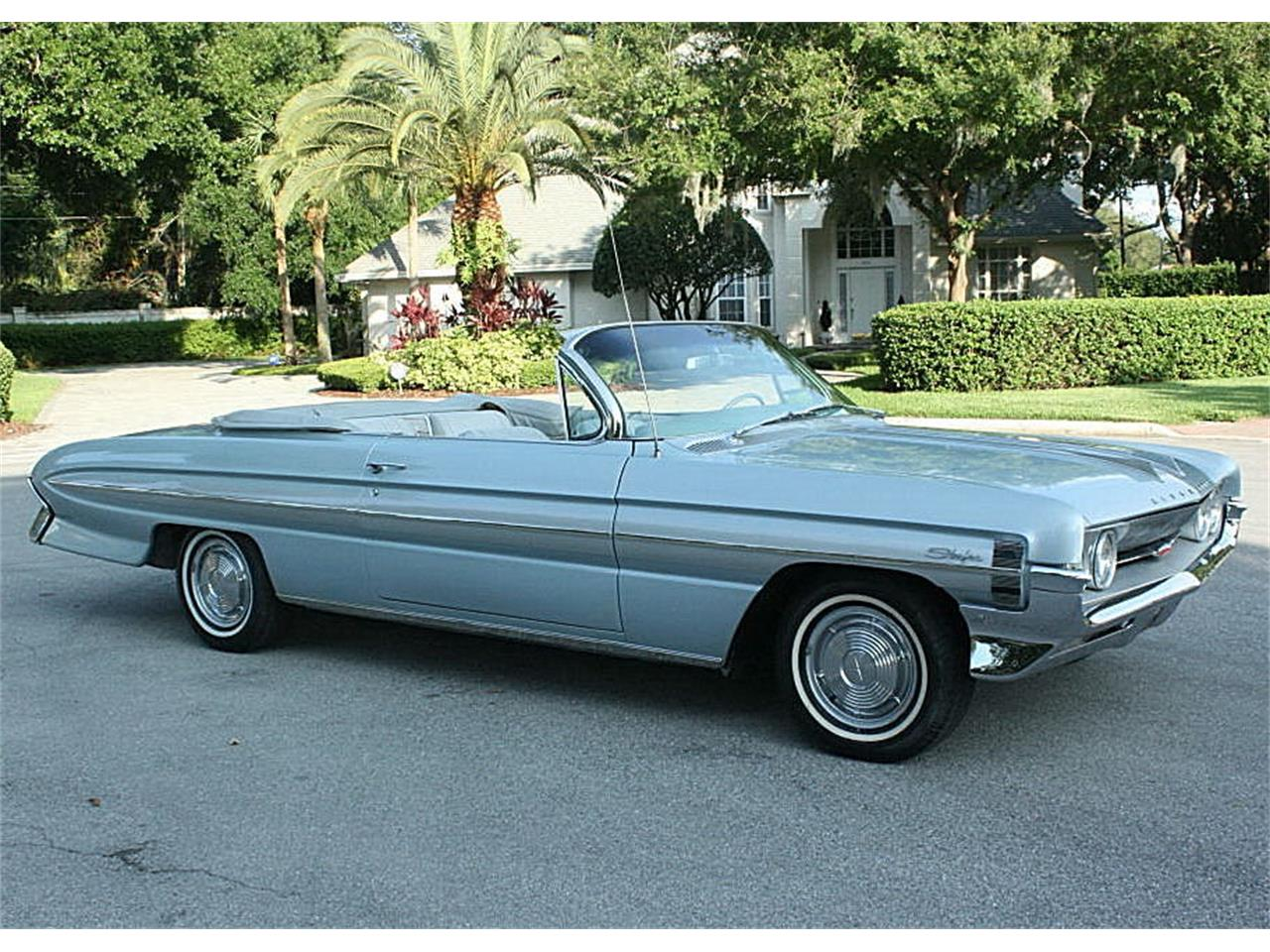 Large Picture of '61 Oldsmobile Starfire located in Florida Offered by MJC Classic Cars - NIF7