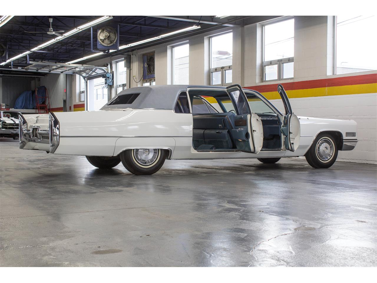 Large Picture of '66 Cadillac Fleetwood Limousine located in Montreal Quebec - NKXQ