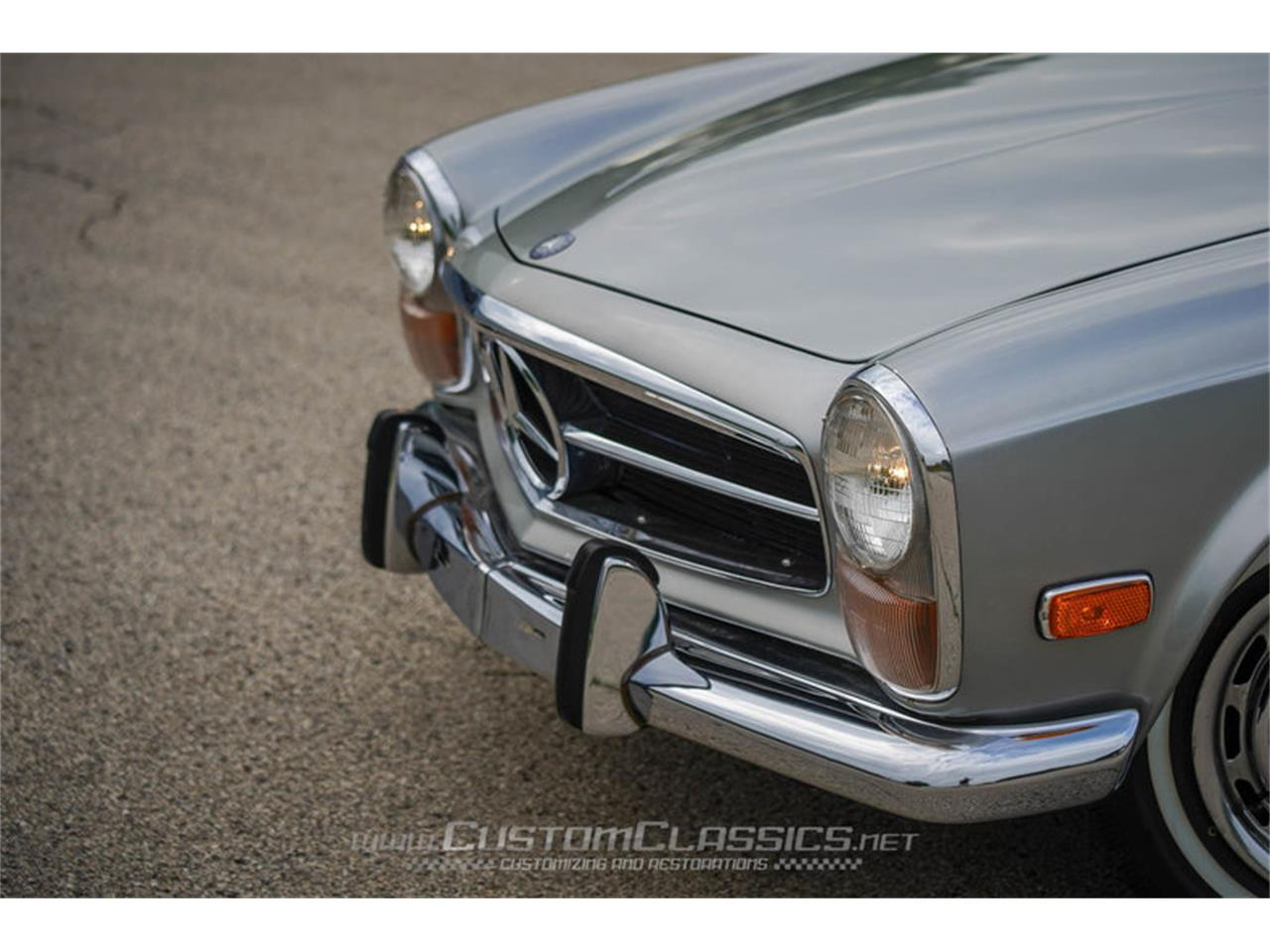 Large Picture of Classic 1970 Mercedes-Benz 280SL located in Illinois Offered by Custom Classics - NMYI
