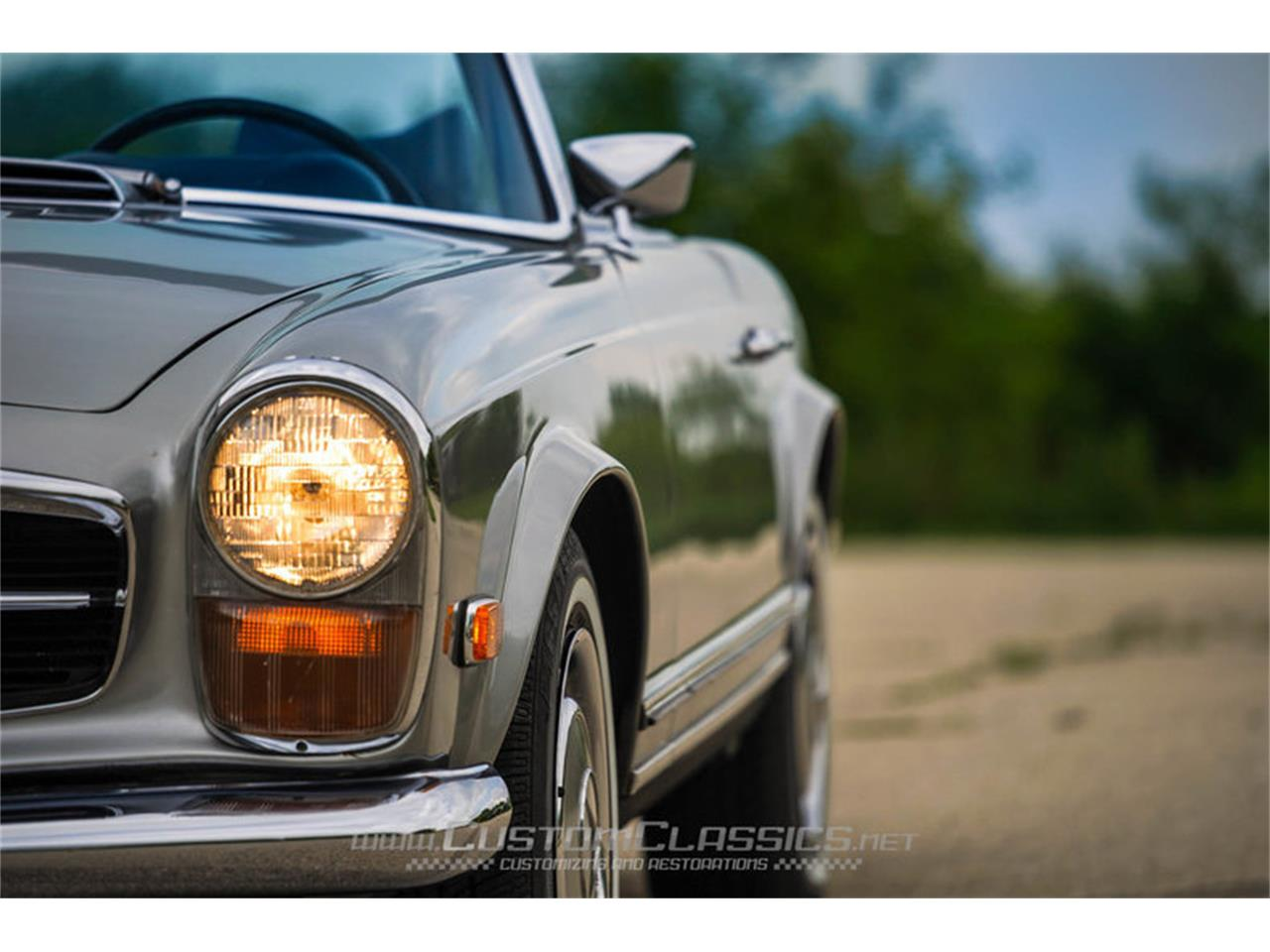 Large Picture of '70 Mercedes-Benz 280SL located in Illinois - $68,500.00 Offered by Custom Classics - NMYI