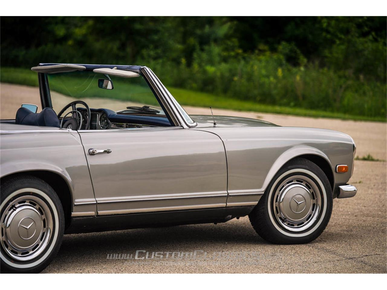 Large Picture of Classic '70 Mercedes-Benz 280SL Offered by Custom Classics - NMYI