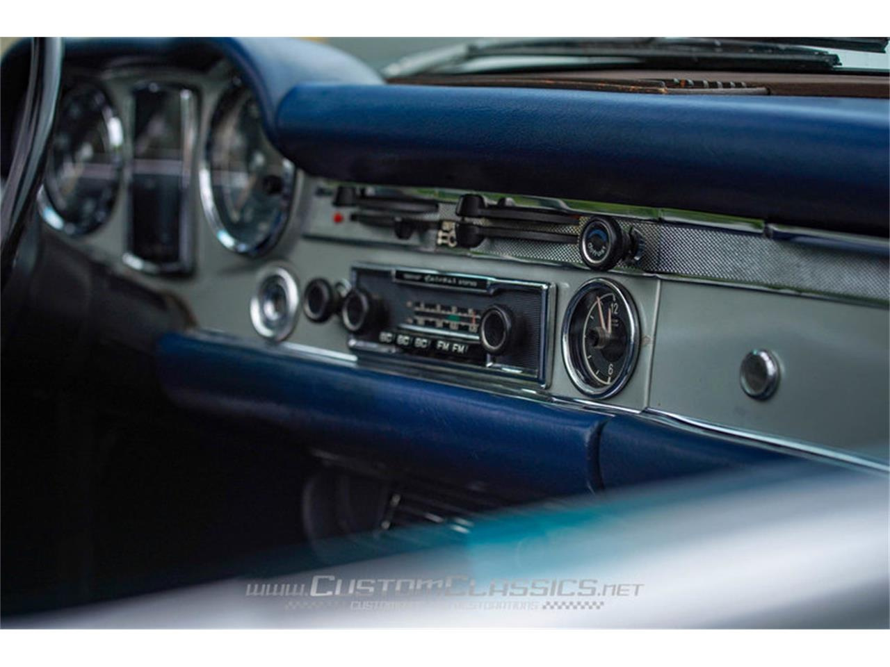 Large Picture of 1970 280SL located in Illinois Offered by Custom Classics - NMYI