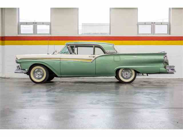 Picture of Classic '57 Ford Fairlane 500 located in Montreal Quebec Auction Vehicle - NL7U