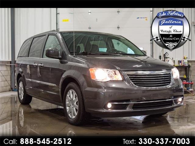 Picture of 2015 Town & Country Offered by  - NPPL