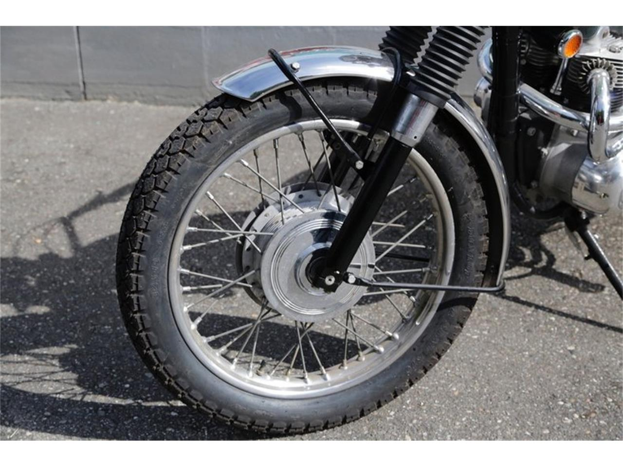 Large Picture of Classic '69 Triumph Motorcycle - NPR4