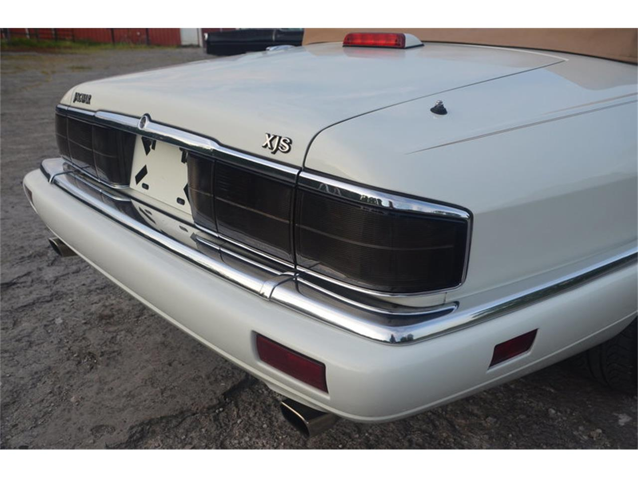 Large Picture of 1994 Jaguar XJS located in Lebanon Tennessee Offered by Frazier Motor Car Company - NRL8