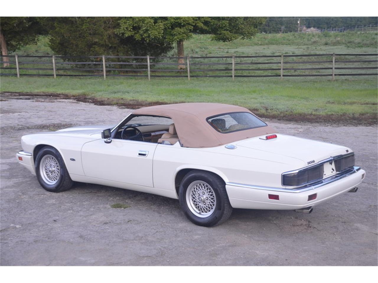 Large Picture of '94 XJS located in Lebanon Tennessee - $19,500.00 Offered by Frazier Motor Car Company - NRL8