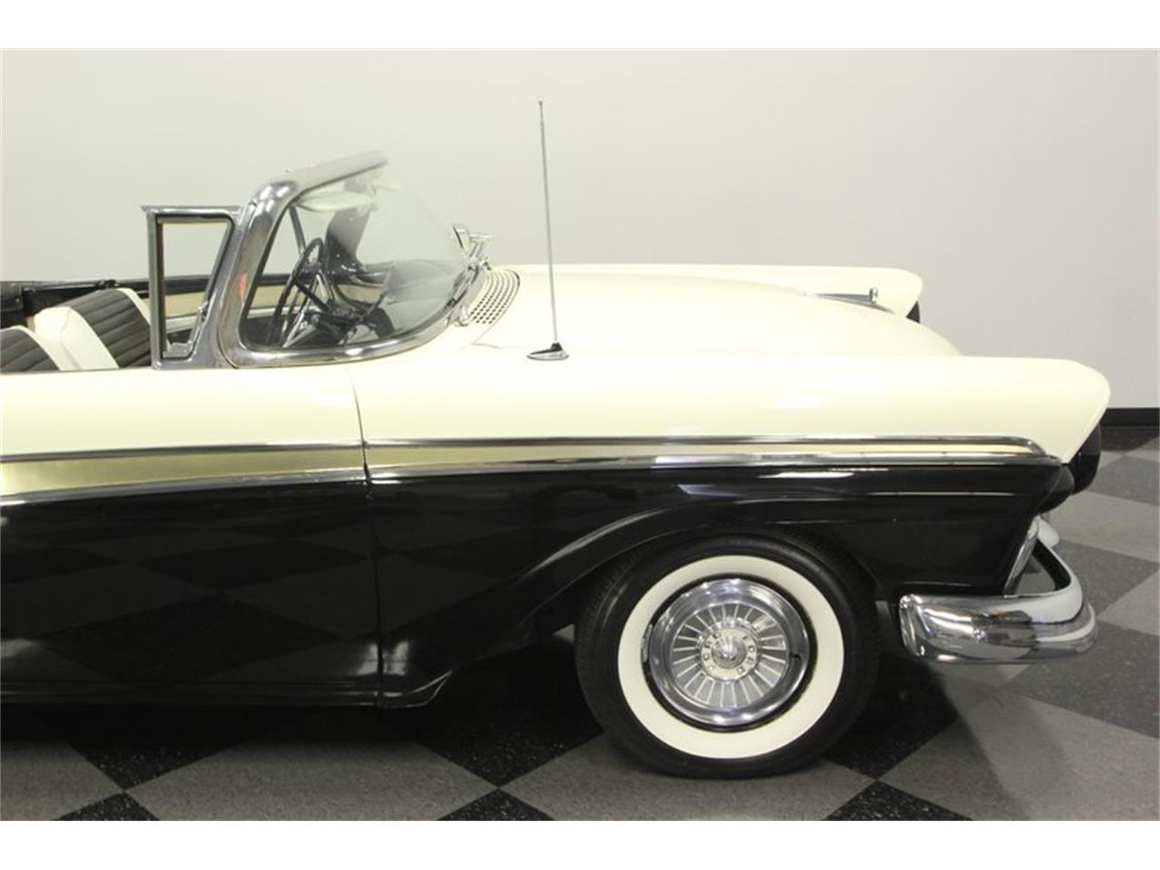 Large Picture of '57 Fairlane - NUVG